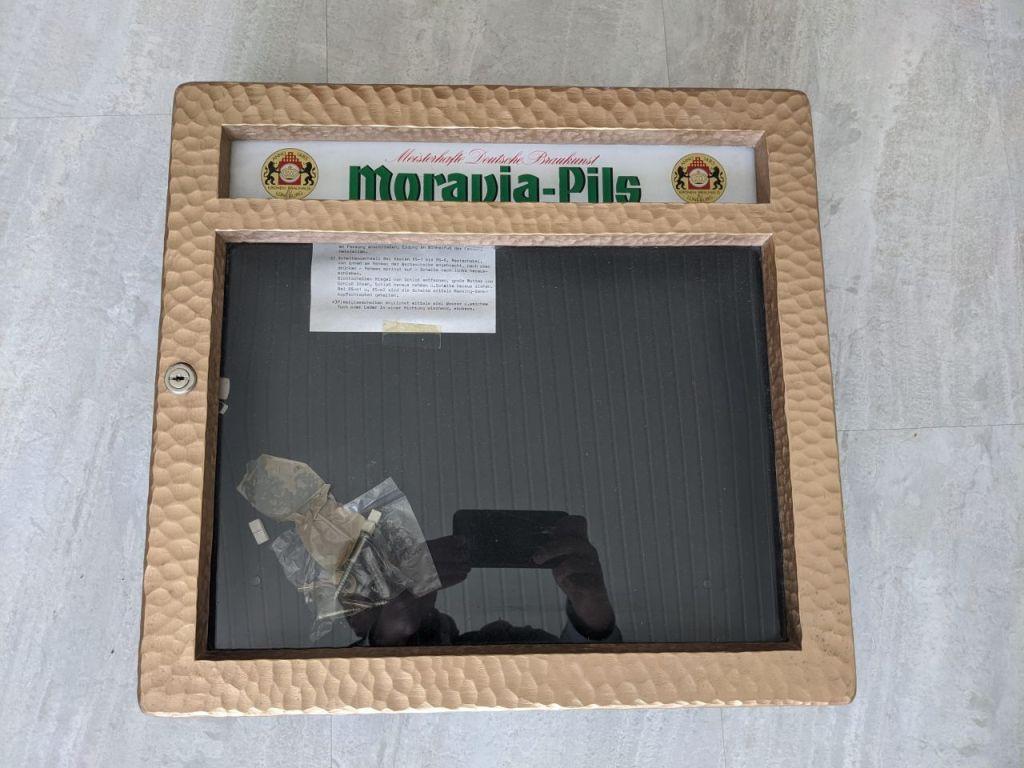 moravia_pils_speisekartenkasten_messing_mittel